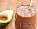 Рецепта Протеинов шейк / смути с авокадо, извара, какао и мед